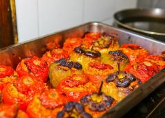 Γεμιστές πιπεριές και ντομάτες ( Γεμιστά )