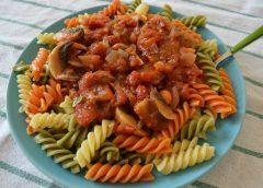 Βίδες tricolore με κόκκινη σάλτσα ( Βήμα – βήμα )