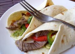 Μεξικάνικο Steak Fajitas με ξινή κρέμα και guacamole